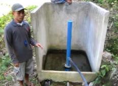 Vodna črpalka, ki dela brez elektrike in goriva. Poglejte si to!