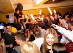 Kam v Sloveniji žurat ta vikend?