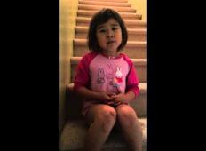 Srce parajoče. Poglejte si 6-letnico, kaj sporoča staršem ki se ločujejo.