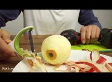 Nora ideja! Kako samo v nekaj sekundah olupiti jabolko.