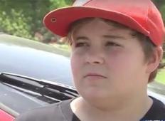 Brezrčen 11 letnik ustreli roparja, nato se smeje na poročanju na TV